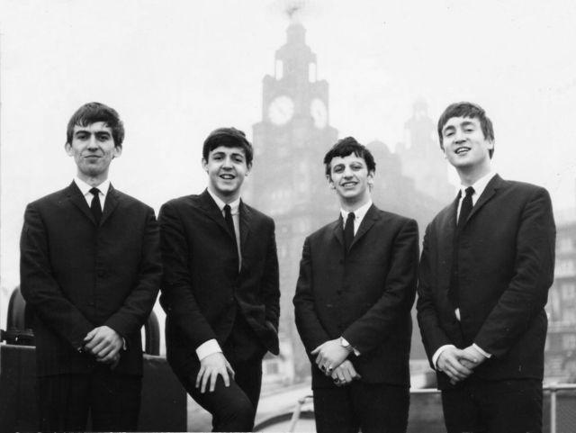 Love Me Do и Please, Please Me стали первыми хитами ливерпульской четверки.