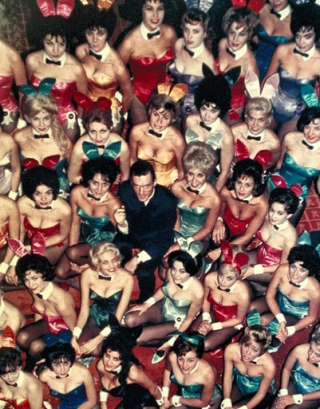 За эти годы подружками Хью становится огромное количество начинающих актрис и моделей. Знакомство с ним и попадание на обложку Playboy кажутся многим счастливым билетом.