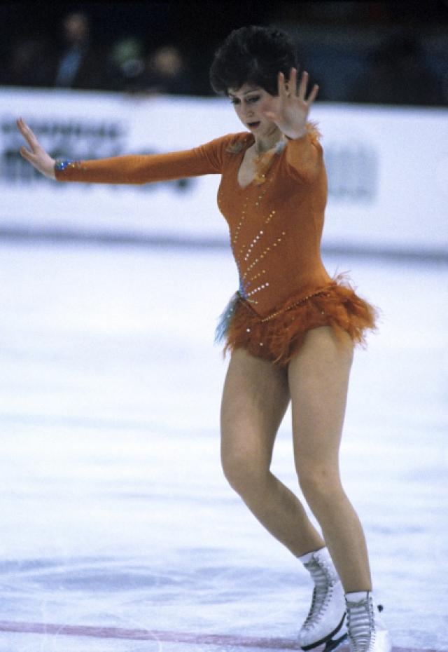 В 1982 году вернулась на лед, завоевала бронзовую медаль чемпионата Европы, в 1983 году - серебряную медаль чемпионата Европы и бронзовую – чемпионата мира.