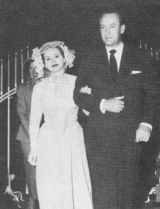После расставания с ним у звезды был двухлетний перерыв между браками - третьим супругом Габор стал актер Джордж Сандерс .