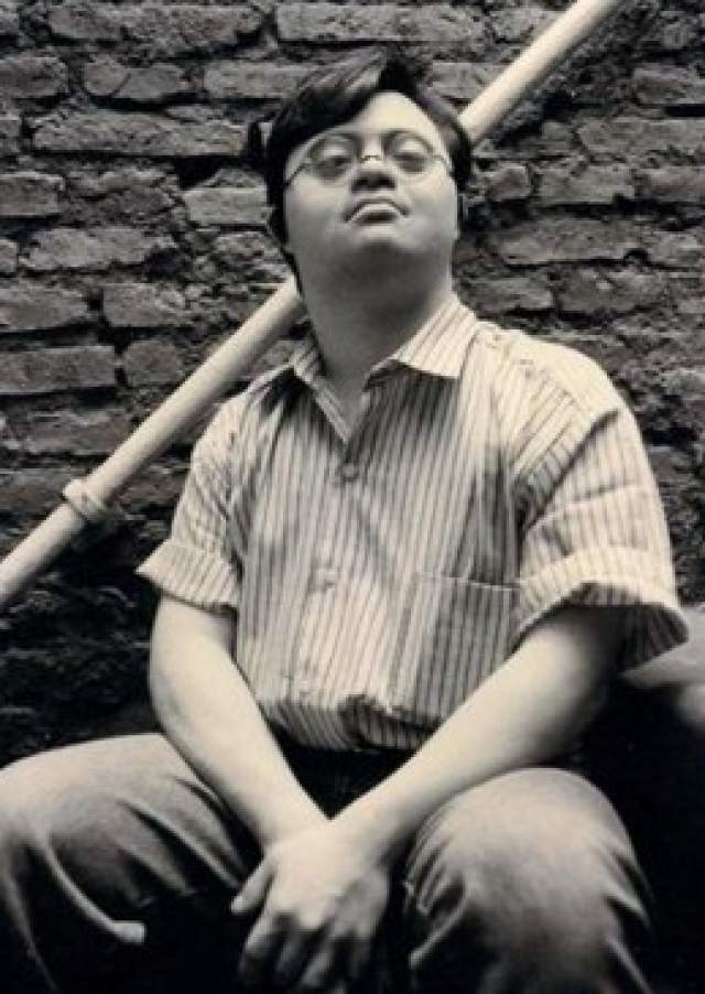 Мигель Томасин. Мигеля Томасина называют гуру экспериментальной музыки. Он барабанщик и у него есть своя группа — Reynols.