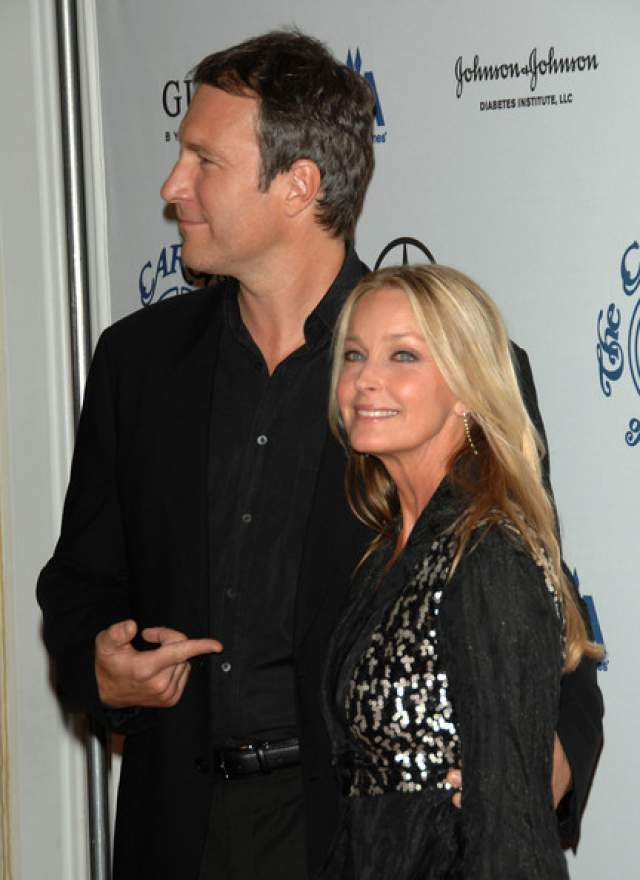 С 2002 года актриса встречается с Джоном Корбеттом, тоже актером. Он на пять лет моложе, ни разу не был женат, но и сейчас в ЗАГС пара не спешит.