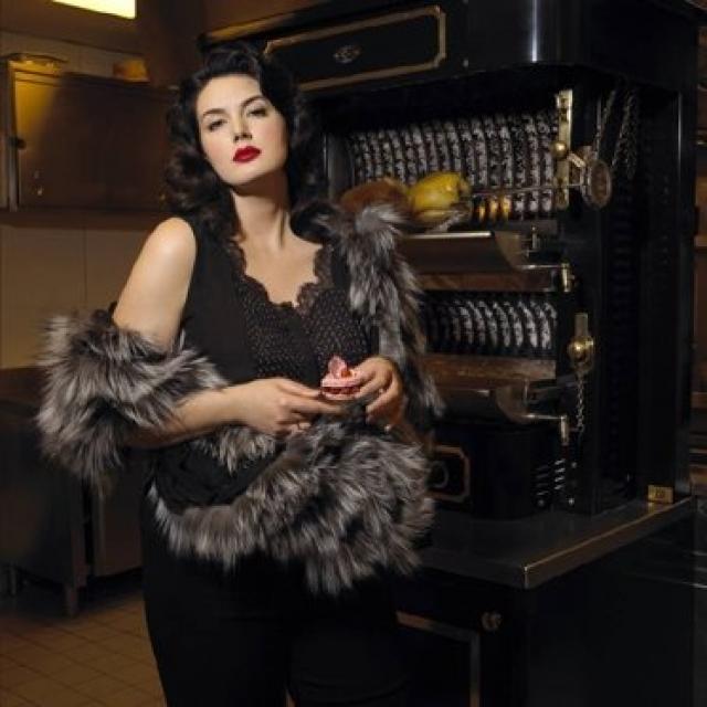 Также в портфолио Дрей числятся съемки для французских Elle и Vogue, работа с Ником Найтом и Стивом Хайатом.