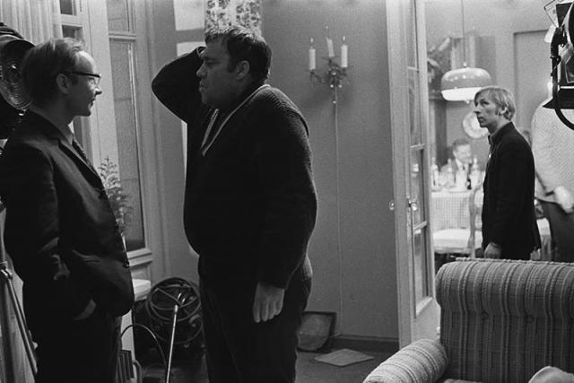 """Также импровизацией была сцена обращения Новосельцева с """"рационализаторским предложением"""" к Калугиной, на торжестве у Самохвалова."""