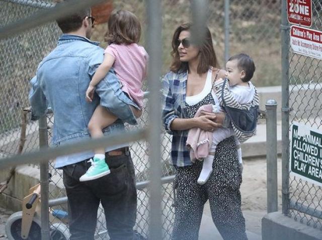 Актриса ни разу не объявляла о том, что стала мамой, да и самих малышей очень хорошо скрывает.