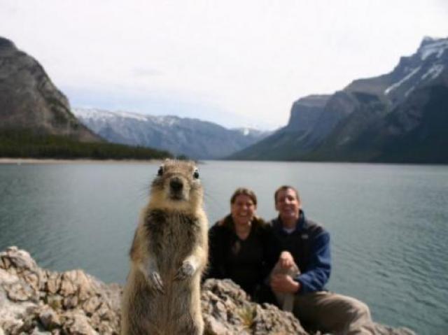 Наконец-то сфоткался с людьми на фоне озера.
