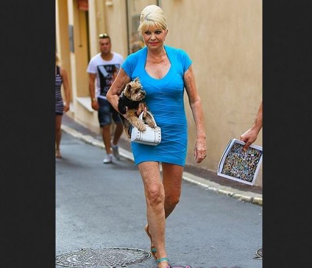 """67-летняя """"Барби"""" от себя явно без ума и менять стиль явно не собирается."""