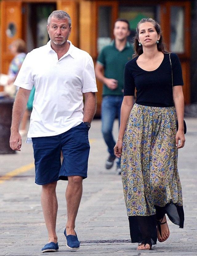 Чукотский миллиардер приобрел лунную недвижимость для своей возлюбленной Даши Жуковой. Девушка стала обладательницей элитного участка в 40 га.