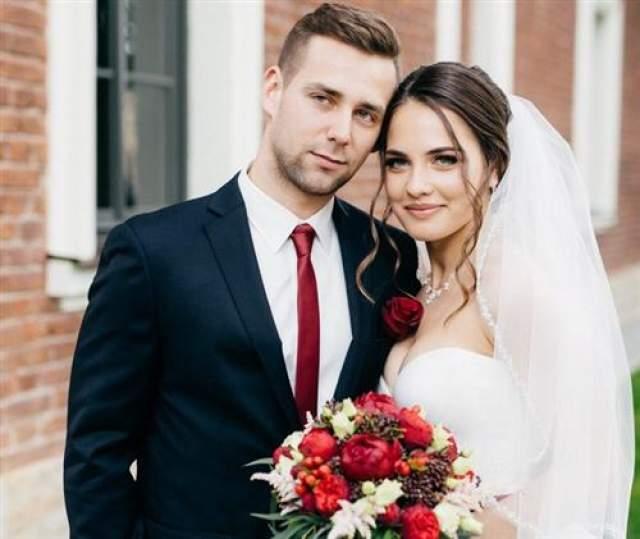 В 2017 году Анастасия вышла замуж за партнера по керлингу Александра Крушельницкого. Медовый месяц пара провела в солнечной Испании.