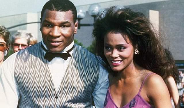 Майк Тайсон. Бывший абсолютный чемпион мира по боксу в свое время стал самым молодым боксером, выигравшим WBC, IBF и WBA в супертяжелом весе. С первой женой, актрисой Робин Гивенс - боксер прожил всего один год, с 1988 по 1989 год.