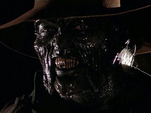 """""""Джиперз Криперз"""" . Сцена, когда монстр поедает голову полицейского, неприятно взволновала многих зрителей."""