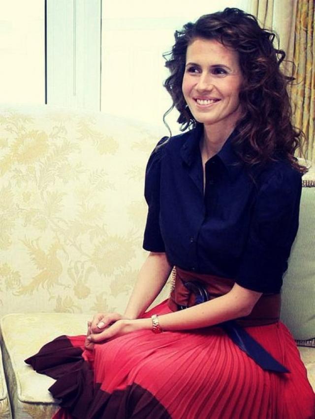Асма родилась в Лондоне, с отличием закончила Королевский колледж, получив сразу два диплома - в области компьютерных технологий и французской литературы.
