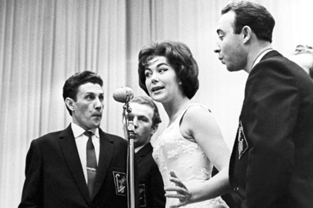 Эдита Пьеха. Певица считалась самой сексуальной исполнительницей на советской эстраде в какой то степени из-за акцента, который соотносил ее с западной жизнью.