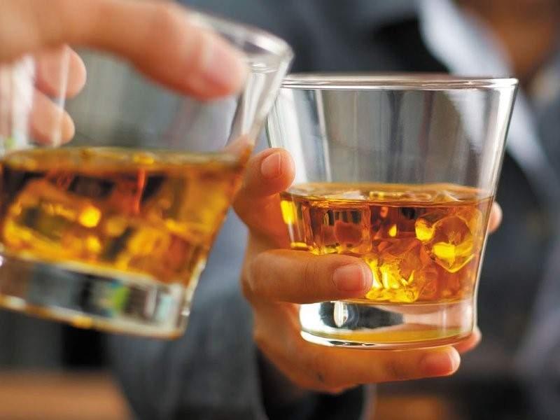 Россиян просят не пить алкоголь 42 дня после вакцинации