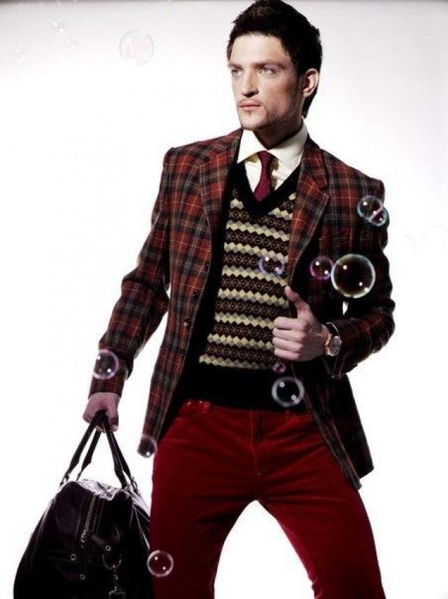 Вэл – модель, шоумен, певец. Кроме того, он ведет в интернете блог, посвященный моде.