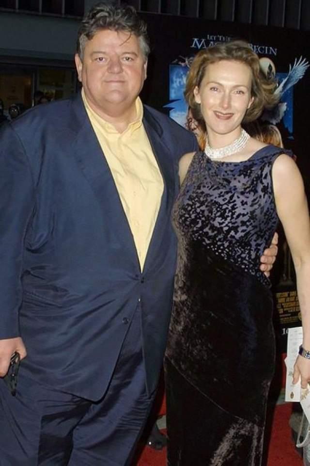 """Робби Колтрейн. Звезда """"Гарри Поттера"""" женат на Рона Джеммелл 18 лет. Все это время супруга оставалась очаровательной стройной женщиной, ну а хорошего мужчины должно быть много..."""
