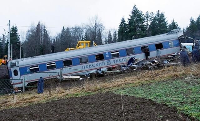 Крушение привело к гибели 28 и ранениям не менее 132 человек. Среди погибших — государственные чиновники высшего ранга, известные бизнесмены и две беременные женщины.