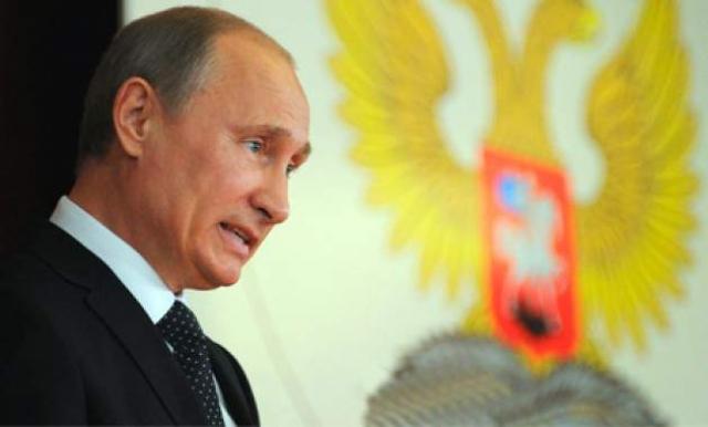 Рядовое совещание Владимира Путина с губернаторами в Элисте, прошедшее в 2013 году обернулось нешуточным скандалом, подтвердившим самые смелые заявления российской оппозиции относительно полной беспомощности высшего руководства страны.