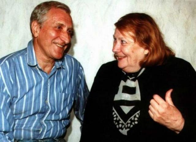 Много лет была замужем за бардом Валерием Миляевым, от которого родила двоих сыновей.