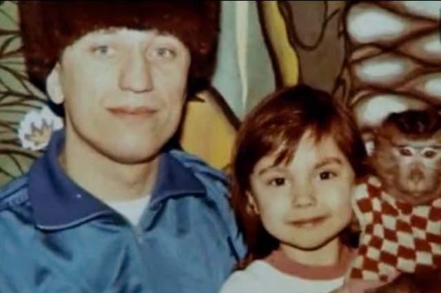 """Родные Михаила Попкова утверждают, что отец не только внешне ничем не выдал своего патологического влечения к убийству и насилию, но даже хобби выбрал """"мирное"""" - вместе с дочерью собирал модели спортивных автомобилей."""