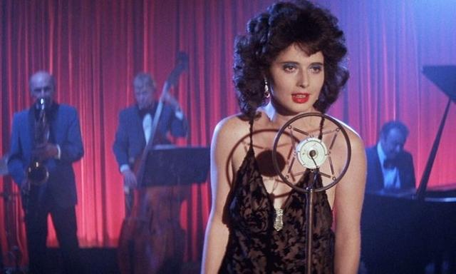 """Изабелла Росселлини. Актриса снялась в довольно откровенных сценах в кинофильме Дэвида Линча """"Синий бархат"""", название которому дал одноименный шлягер Бобби Винтона, неоднократно используемый в самой картине."""