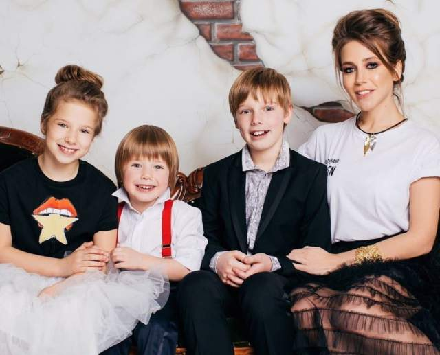 В Петербурге у Андрея появилась новая возлюбленная. Фактически, когда Юлия родила третьего ребенка, сына Арсения, она уже была одинокой.