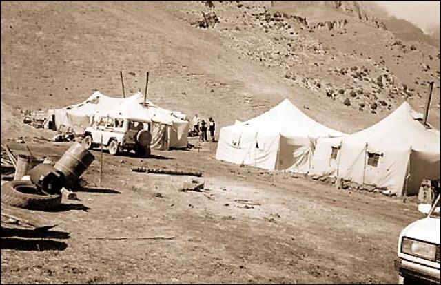 ...Но легенды ходили всякие, особенно про съемочную группу Бодрова. Будто они спаслись в тоннеле, питаются там лошадями, жгут костры, ослепли… Хотя спасателям было понятно, что человек в таких условиях не сможет прожить и недели…