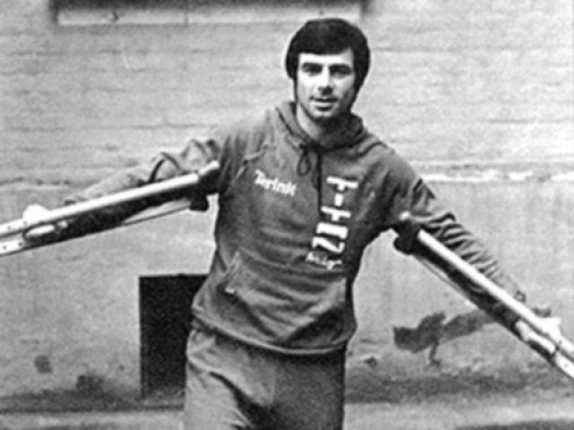 Множественные переломы и сотрясение мозга, по мнению врачей, поставили крест на спортивной карьере, однако Харламов вернулся на лед уже через четыре месяца после травмы и продолжил успешные выступления.
