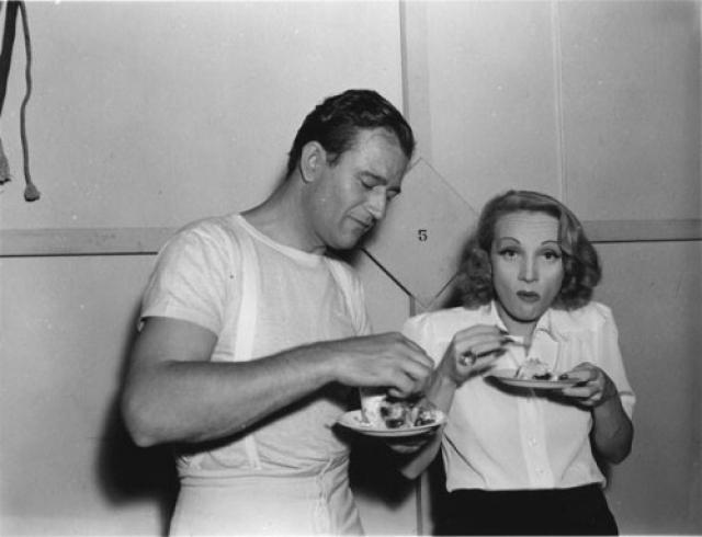 Джон Уэйн и Марлен Дитрих.