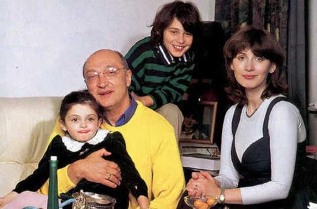 Четвертой его женой стала Анна Ямпольская, бывшая моложе мэтра почти вдвое. За 15 лет брака у них родился сын Миша и дочка Зоя. После развода Анна с детьми уехала в Израиль, где и живет по сей день.