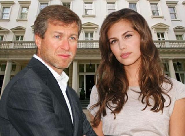 """Дарье Жуковой приписывали отношения с миллиардером и владельцем """"Челси"""" Романом Абрамовичем , когда тот еще был женат."""