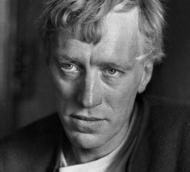 """Макс фон Сюдов. В 1951 году Макс закончил актерскую студию при театре """"Драматен"""" в Стокгольме, а в 1955 году переехал в Мальме, где познакомился с Ингмаром Бергманом. Через десять лет он впервые согласился сыграть главную роль в американском фильме."""