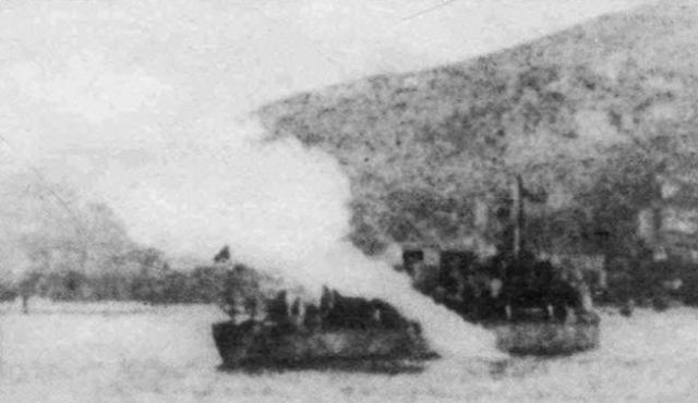 Согласно одной из версий, когда японские моряки поднялись на борт искореженного миноносца, то двое русских моряков скрылись в трюмном отделении и заперлись в помещении и отказались сдаваться.