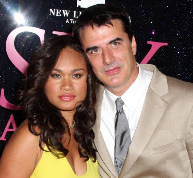 """Крис Нот. Звезда сериала """"Секс в большом городе"""" встретил будущую жену тоже в ресторане. Латиноамериканка Тара Уилсон работала на момент встречи официанткой."""
