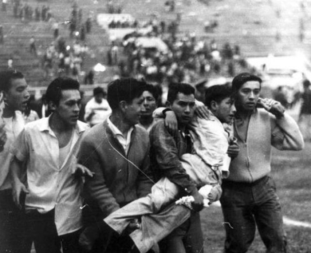 Произошла трагедия после того, как арбитр не засчитал гол Перу. Хозяева к тому времени проигрывали со счетом 0:1.