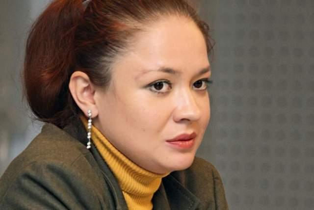 В 1999 годуначала работать психологом вЦентре экстренной психологической помощи МЧС РФ. Спустя два года поднялась до заместителя директора. В 2002 году назначена директором этого центра.