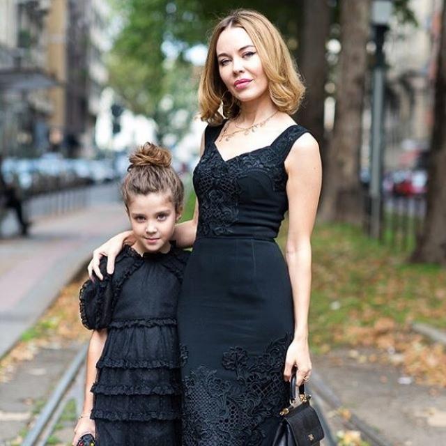 В итоге амбициозная девушка из Усть-Каменогорска стала женой миллиардера, он помог ей создать бренд Ulyana Sergeenko, а она родила ему дочь.