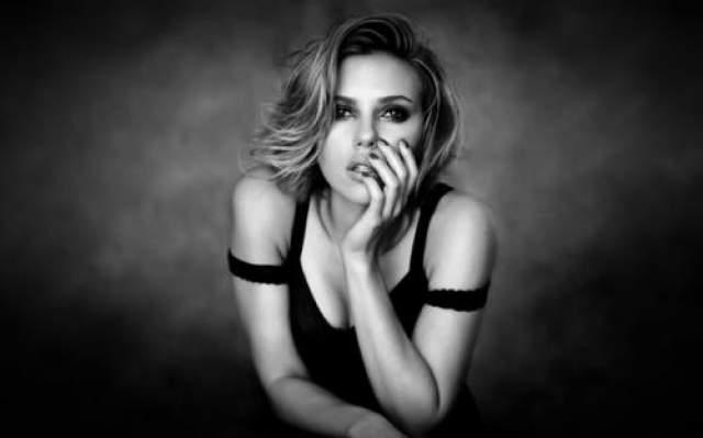 """Скарлет Йоханссон Актерский талант и звание """"музы Вуди Аллена"""" обеспечивают ей роли на несколько лет вперед. А еще подработка в виде съемок в рекламе и видеоклипах приносят Скарлетт дополнительный доход в сумме не менее пары-тройки миллионов в год."""