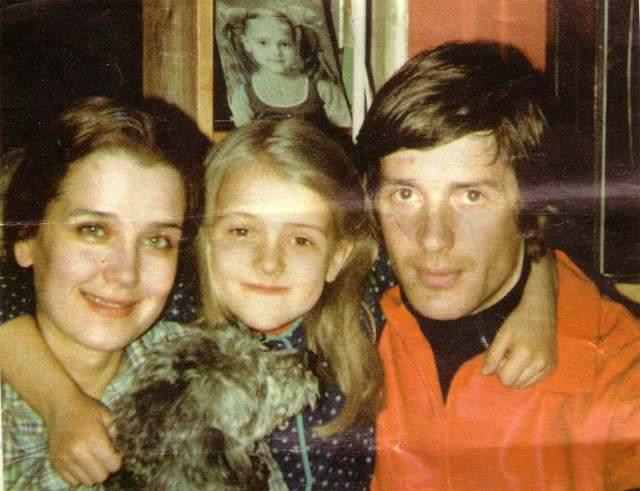 Ирина Алферова с дочерью Ксенией и Александром Абдуловым .