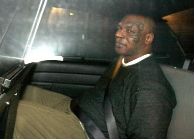 Тайсон был арестован по обвинению в физическом насилии, однако его адвокату удалось его оправдать, сказав, что ранее этот фотограф вел себя чрезмерно агрессивно с женой Тайсона и их 10-месячным ребенком.