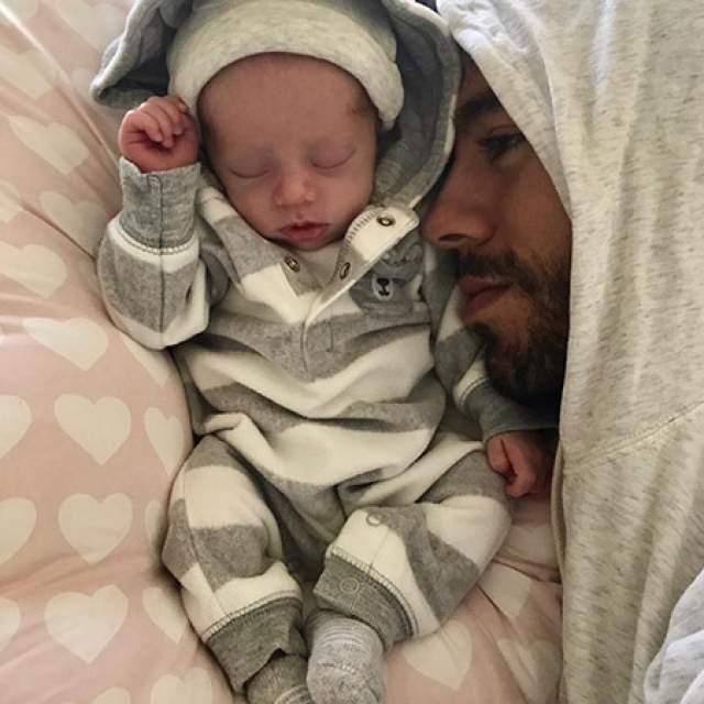 Для обоих малыши стали первенцами. Причем Энрике постит снимки с детьми даже чаще, чем его возлюбленная.