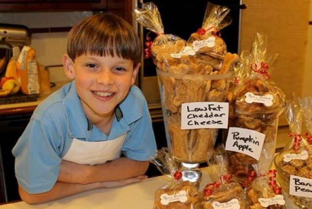 Райан, Ryan's Barkery Райан основал свой бизнес на инвестиции в $25 000 за 25% в компании, когда еще учился в начальной школе. Сегодня ему 12 лет, и у него есть своя пекарня для собак.