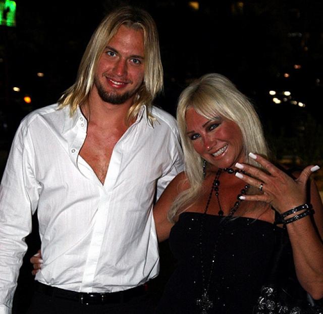 Конечно, детям Линды это не нравилось, однако сама женщина даже обручилась с ним в 2010 году. Спустя год в отношениях начались проблемы, и пара рассталась.