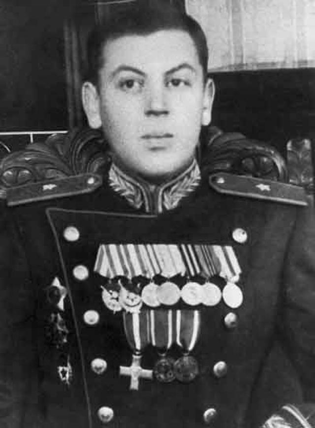 Едва ему перевалило за 30, он стал генералом и помощником командующего ВВС Московского военного округа. Отсутствие знаний давало о себе знать, отец сам снял его с высокой должности.