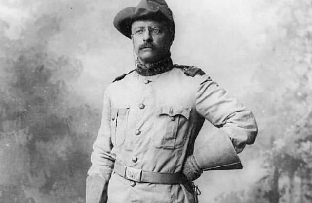 Рузвельт, как опытный охотник, разбирающийся в анатомии, заключил, что раз он не кашляет кровью, пуля не пробила легкое. Отказавшись от помощи, он 90 минут произносил намеченную речь.