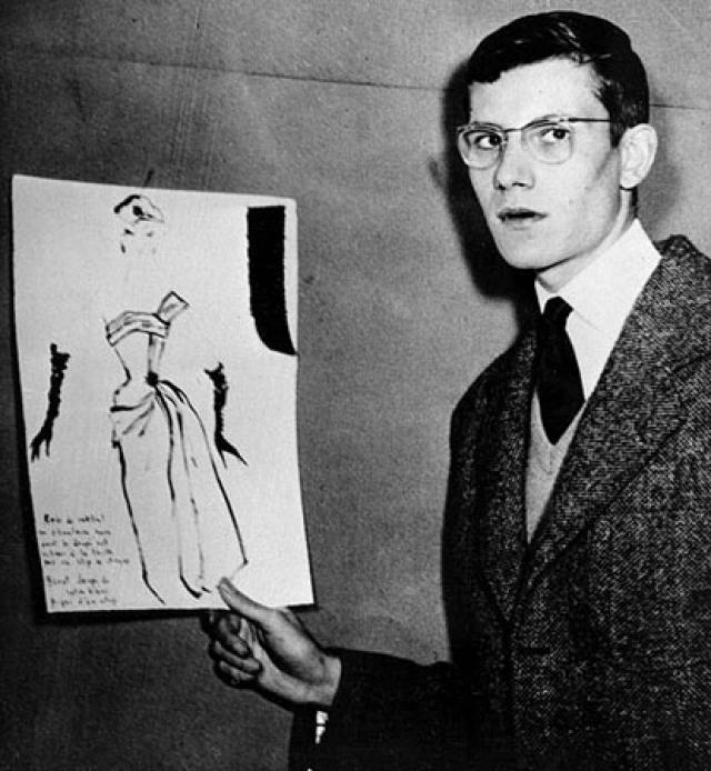 """В 1953 году приехал в Париж, учился на курсах рисования """"от кутюр"""". Тогда же была одержана и первая творческая победа, определившая судьбу 17-летнего Ива Сен-Лорана - его маленькое черное платье для коктейля получило первую премию на конкурсе, организованном Международным секретариатом по шерсти."""