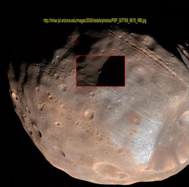 """NASA не комментирует наличие артефакта на Фобосе. Многие серьезные ученые считают, что """"Монолит"""" - искусственное сооружение."""