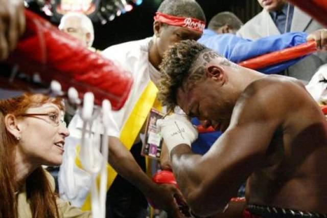 Альказал потерял титул, но ушел с ринга на своих ногах, спустя сутки, когда он со своей командой уде готовился к отлету из Лас-Вегаса в родную Панаму, во время принятия душа в гостиничном номере боксер рухнул без сознания.Спасти его не удалось. Позднее было установлено, что Альказар умер спустя 36 часов после окончания боя. Данный случай стал самым длинным по времени в истории бокса, когда у боксера после окончания схватки происходило кровоизлияние в мозг.
