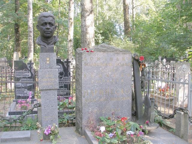 Маринеско скончался в Ленинграде после тяжелой и продолжительной болезни 25 ноября 1963 года. Похоронен на Богословском кладбище Санкт-Петербурга.