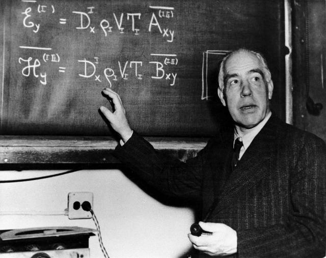 """Неожиданно газ затвердел, """"солнце"""" и """"планеты"""" уменьшились, а Бор, по его собственному признанию, проснулся, поняв, что открыл модель атома, которую так давно искал."""